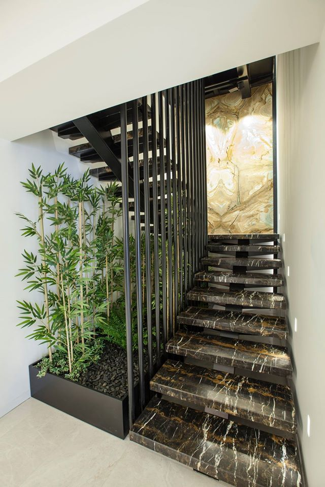Лестница из мрамора в Киеве